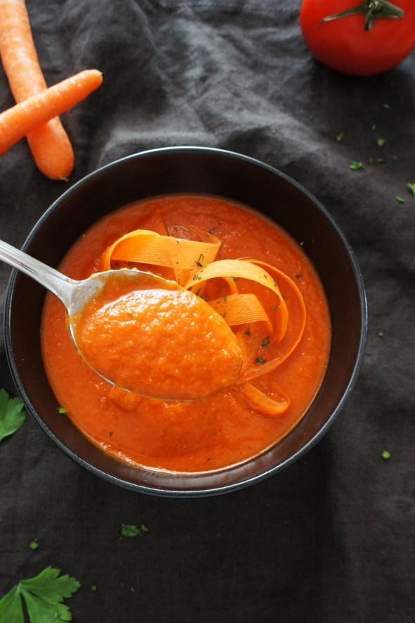 Zimska paradižnikovo-korenčkova juha