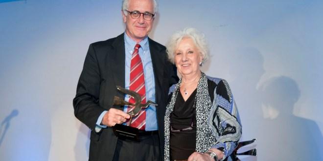 Premio a artífice del traslado del banco de datos genéticos