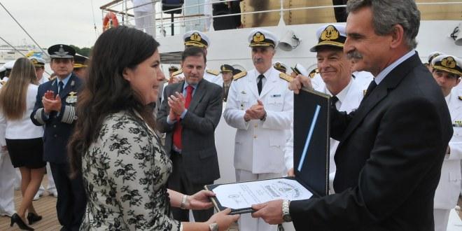 """""""Cruz Naval a los Servicios Distinguidos"""" a defensores de la Fragata Libertad"""