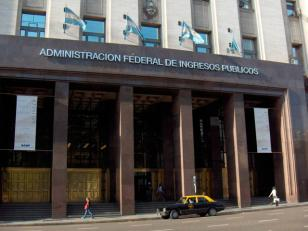 La AFIP quiere que se reabra la causa de Oyarbide sobre los pases del fútbol