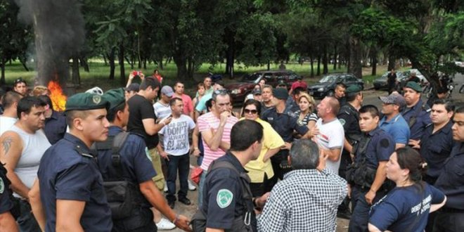Policías de Entre Ríos exigieron en la ruta que Urribarri abone el salariazo prometió en diciembre