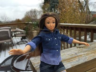 'Lammily', la Barbie con estrías, celulitis y acné