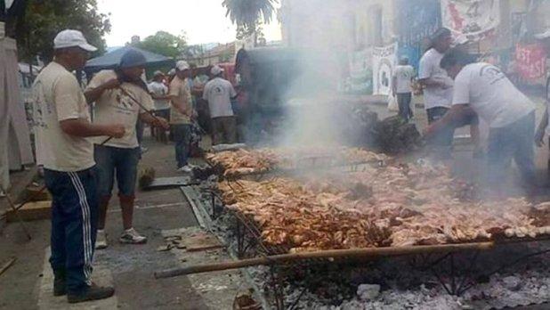 El campamento con piletas de lona de Milagro Sala en pleno centro de Jujuy
