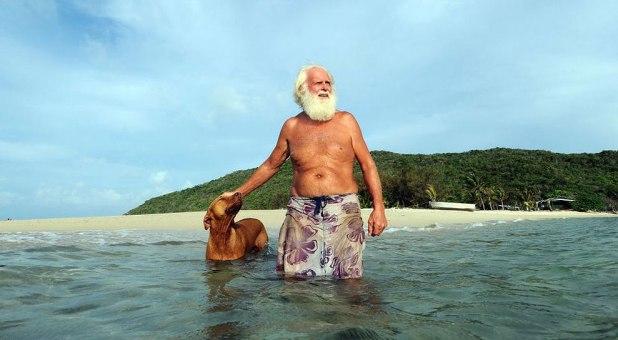 Se compró una isla y vive solo hace 20 años