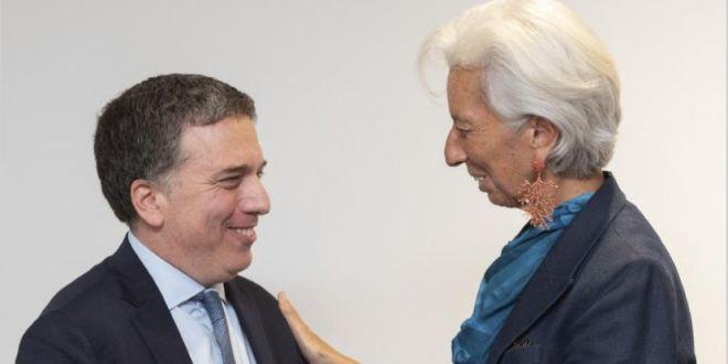 Analizan pedir al FMI otra revisión del acuerdo para enfrentar la corrida