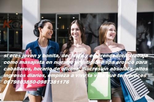 chicas-encantadoras-compras-juntos_23-2147669877