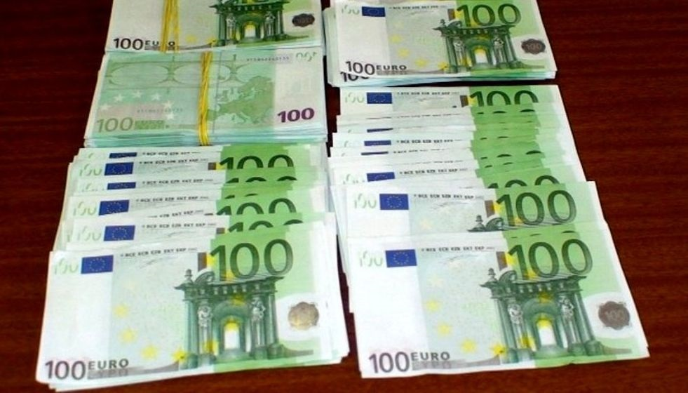 Bancnote-false-de-100-de-euro