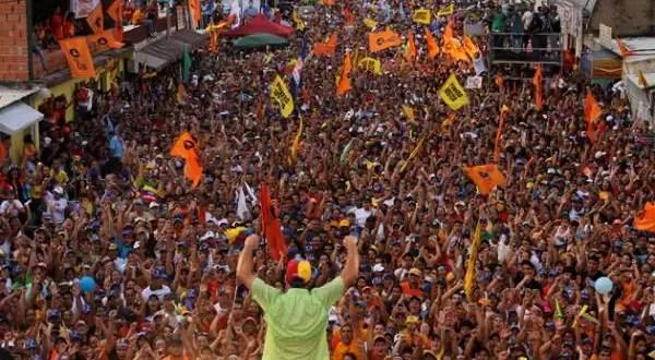 Venezuela: Capriles supera a Chávez en encuestas