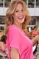 Jessica Bueno orina en un parking en Ibiza