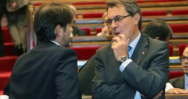 El Parlament Catalán aprueba una consulta soberanista