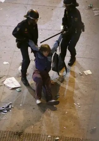 La policía ha detenido a casi una treintena de manifestantes.