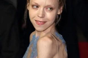 Conoce a la actriz que levanta alarmas por su extrema delgadez - Fotos