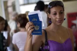 Cuba elimina trabas y ciudadanos podrán viajar al extranjero