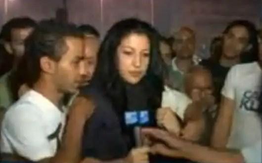 Agreden sexualmente a reportera en directo - Vídeo