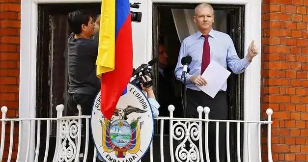 Assange reaparece y amenaza con una nueva filtración masiva