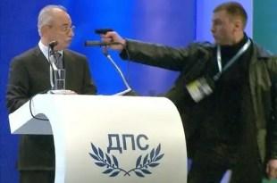 Atentado frustrado a un político búlgaro en vivo - Vídeo