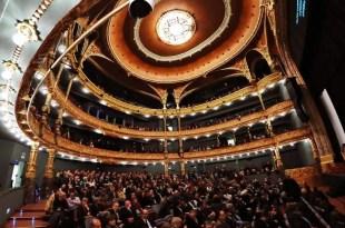 Los teatros se transforman en verdulerías para afrontar la crisis