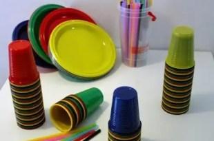 Conoce los peligros de comer en platos de plástico