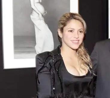 Shakira reaparece en un acto público tras dar a luz - Fotos