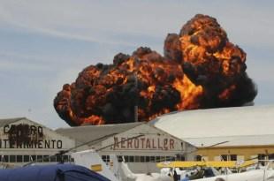Muere piloto de avion al estrellarse en una exhibicion acrobatica