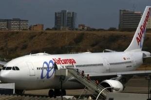 Insólito: Aerolínea impide embarcar a mujer en silla de ruedas