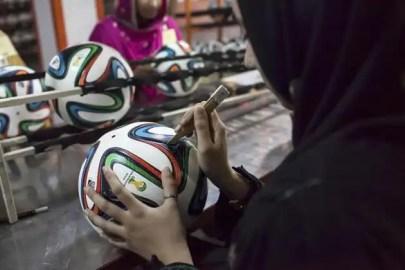 Mira cómo se fabrican los balones del Mundial de Brasil-10