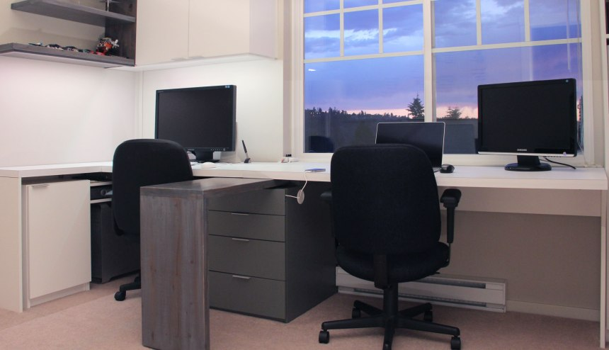 The desk in its finished state with the task desk in the middle