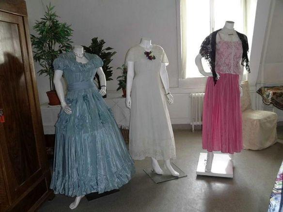 Historische Tanzkleider (Quelle: Stadt Hilchenbach)
