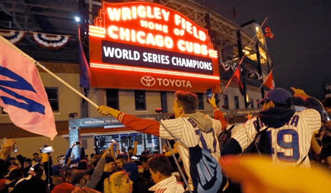 Chicago Cubs Victory Crowd (Source: Gossip on This)