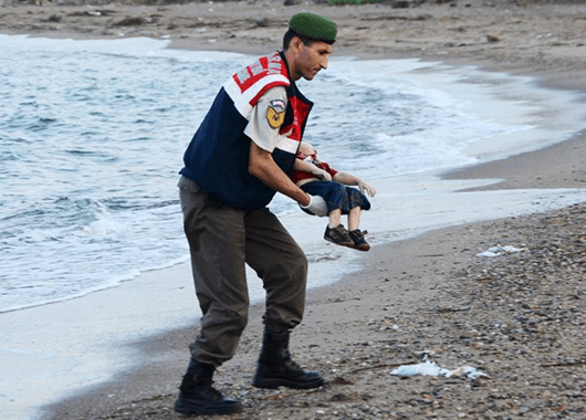 Turkish Solder carrying the body of Alan Kurdi (Source: Reuters/TIME)