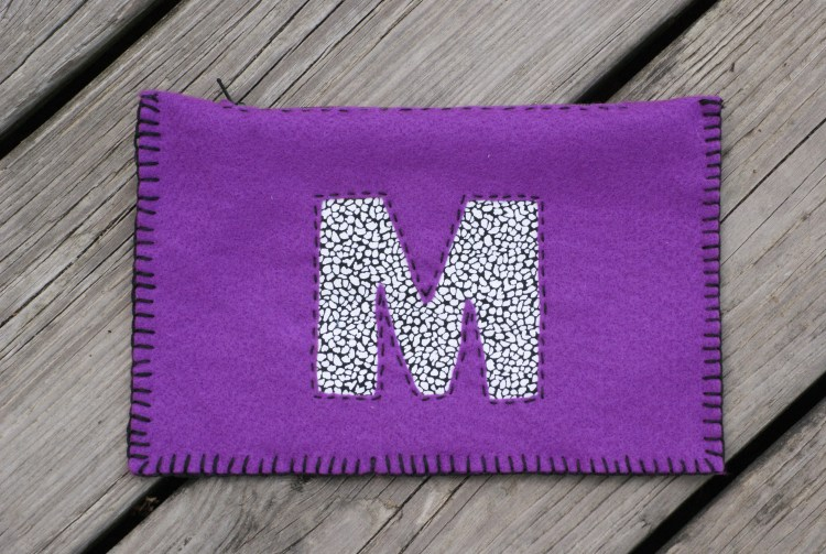 Monogram Ideas | Felt Crafts | Felt Pouch | Felt Pouch DIY | Felt Pouch Pattern | Monogram Pouch | Monogram Pouch DIY | Felt Crafts | Crafts to Make | Crafts Easy | Crafts Easy DIY | No Sew Projects | This monogram felt pouch project doesn't require a sewing machine to make! It'd make a great gift idea, too. Find the instructions on Six Clever Sisters.