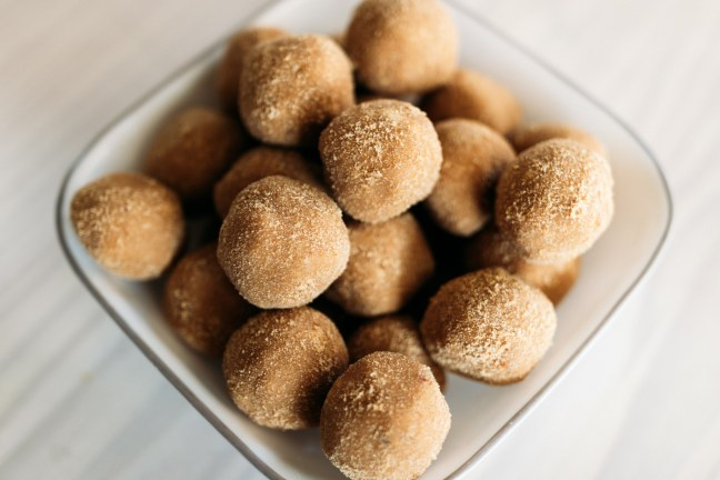 Recipes for Kids to Make | Recipes for Kids to Bake | Recipe for Kids Baking | Recipes for Kids Easy | Peanut Butter Balls | Peanut Butter Balls Recipe | Peanut Butter Balls Recipe Easy | Peanut Butter Balls No Bake | Peanut Butter Ball Snacks | No Bake Recipes | No Bake Recipes for Kids | No Bake Recipes Easy | No Bake Recipe Peanut Butter | Have kids who are interested in cooking and baking? This easy recipe for peanut butter balls for is a recipe kids can make themselves! #kids #cooking #baking #easyrecipe #recipeoftheday #peanutbutter #kidsactivities #activitiesforkids #kitchen