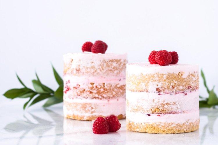 Spring Desserts | Gorgeous Dessert | Beautiful Cake Recipe | Summer Dessert Recipes | Yummy Desserts | Fruit Desserts | Chocolate Desserts | Fancy Elegant Desserts | Impressive Dessert Recipe | Eye Catching | Six Clever Sisters | Mothers Day Ideas | Mothers Day Recipe | Raspberry Vanilla Mini Cakes