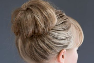 Hair Tutorial | Big Messy Bun | Messy Bun Tutorial | Hair Hack | Foam Bun Tutorial | Always get the perfect big messy bun with this tip! Tutorial at SixCleverSisters.com