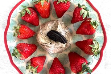 Oreo Cheesecake Dip with Fresh Strawberries | Oreo Fruit Dip | Cream Cheese Fruit Dip | Oreo Desserts | Summer Dessert Recipe | Fruit Dip Recipe | Fresh Fruit | Summer Food | Picnic Food | Picnic Recipes | BBQ Recipes | Summer Ideas