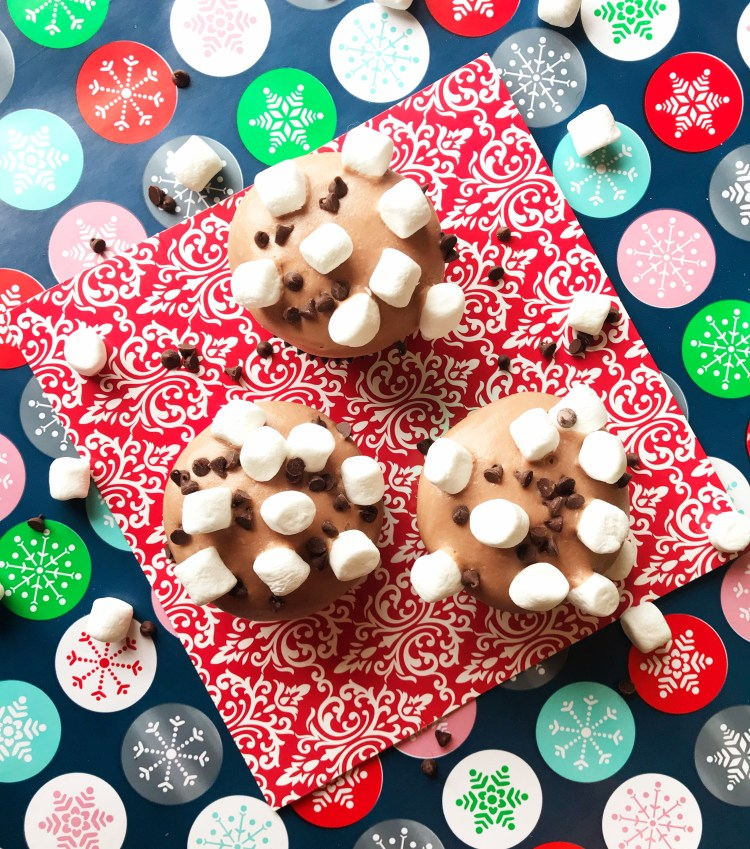 Hot Cocoa Cupcakes | Cupcake Recipe | Cupcakes | Hot Chocolate | Hot Cocoa | Hot Cocoa Recipe | Cake Decorating | Cakes | Cupcakes| Winter | Winter Treats | Cold Weather | Christmas | Kid Treat | Delicious Hot Cocoa Cupcakes found on Six Clever Sisters!