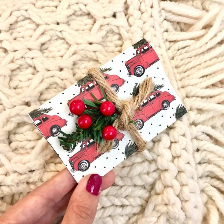 Buffalo Plaid Christmas | DIY Gift Card Holder | Christmas Gift Card Holder | DIY Paper Gift Card Holder | Buffalo Plaid Decor | Buffalo Plaid Christmas | Free Pattern Gift Card Holder | Gift Card Tutorial | Gift Card Ideas | Gift Card Presentation | Christmas Gifts | Christmas Paper Decor | Christmas Paper Crafts | Six Clever Sisters