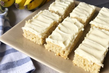 Banana Bread Bars | Sheet cake recipe | Banana Bread | Banana Cake | Banana Bars | Dessert for a Crowd | Bar Recipes | Cream Cheese Frosting | Cream Cheese Icing | Dessert | Banana Dessert | Recipe on Six Clever Sisters