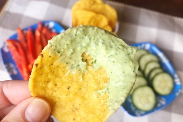 Avocado | Healthy Appetizer | Summer Dip | Avocado Recipes | Cilantro Lime Dressing | Cilantro Recipes | Pool Party | Pool Party Ideas | Summer Party Food | Summer Food | Appetizer | Appetizer Easy | Appetizer Healthy | Appetizers for Party | Dip for Chips | Dip for Chicken | Dip for Parties | Lime | Garlic | Dip Recipe | Recipe on Six Clever Sisters!
