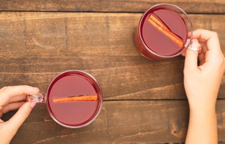 Cinnamon Citrus Tea Recipe | Warm Cinnamon Tea | Cinnamon and Citrus Tea | Spiced Tea | Cinnamon Orange Tea | Delicious recipe for cinnamon citrus tea on the Six Clever Sisters blog!