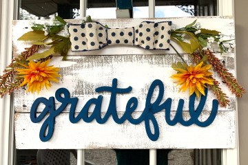 Fall Wooden Pallet Sign DIY | Easy Farmhouse Project | Pallet Wood Project | DIY Pallet | Easy Fall Decor | Fall Sign | Fall Wreath | Fall Craft | Easy Pallet Project | Six Clever Sisters