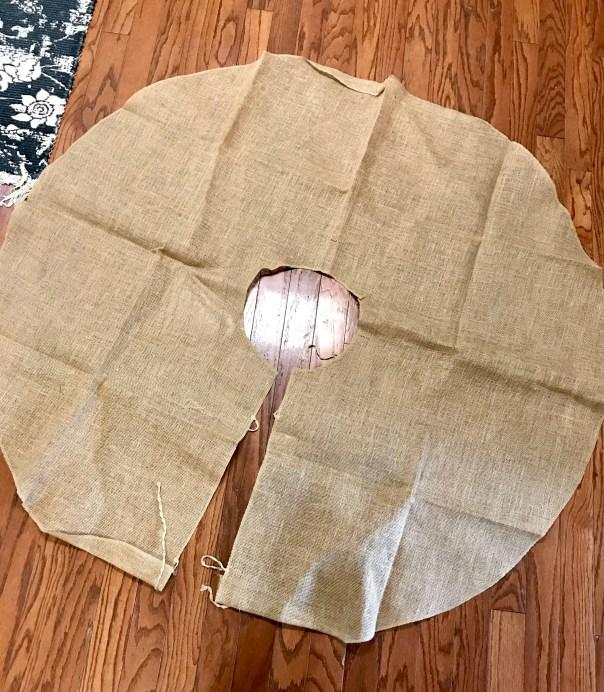 DIY Burlap Buffalo Plaid Tree Skirt | Christmas | Christmas Tree | Tree Skirt | Burlap Christmas | Buffalo Plaid | Buffalo Check | Black and White Christmas | Tree Skirt Tutorial | Sewing | Easy Tree Skirt | Six Clever Sisters
