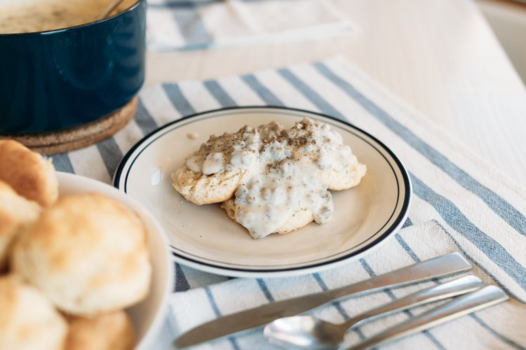 Sausage Gravy | One Pot Sausage Gravy Recipe | Sausage Gravy & Biscuits | This delicious easy sausage gravy only takes 5 ingredients and can be made in less than twenty minutes! Find the recipe at SixCleverSisters.com
