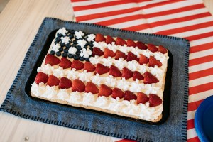 Flag Fruit Pizza | Fruit Pizza Recipe | Fourth of July Recipe | Patriotic Dessert | American Flag Dessert | Summer Picnic Dessert | Fruit Pizza Dessert | This yummy and easy-to-make flag fruit pizza is great for any July Fourth celebration! Find the recipe at SixCleverSisters.com