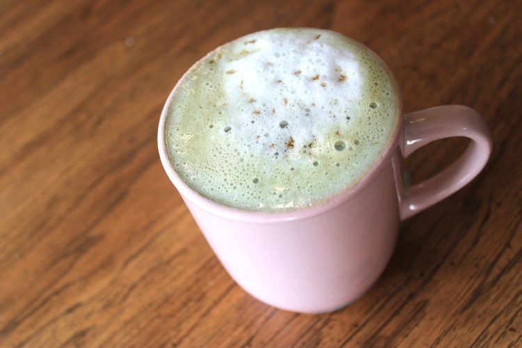 Copycat Starbucks Pistachio Latte | How to make pistachio latte | How to make hot pistachio latte | Copycat Starbucks latte | Copycat Starbucks recipes | Copycat Starbucks Drinks | Copycat Restaurant Recipes | Six Clever Sisters