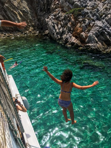 jump-from-boat-greece