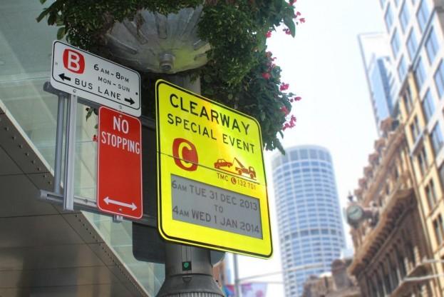 Sydney_epaper_road_signp