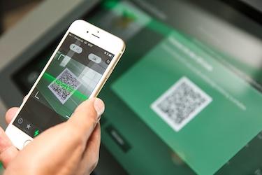 Chatbot Platform Finds Its Way Into Retail Digital Signage - Sixteen