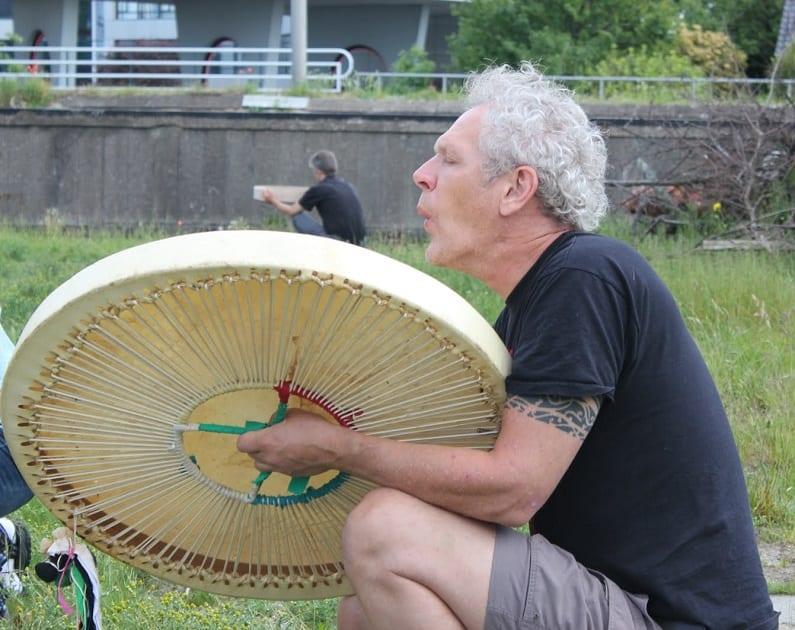 de tweede drum is een grootvader sjamanendrum, shamandrum, sjamaan drum, shaman drum, sjamanendrum maken, sjamanendrum kopen, sjamanendrum amsterdam, sjamanendrum spelen, sjamanendrum stok, sjamanendrum tas