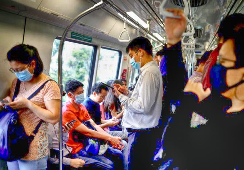 Commuters wearing masks in precaution of the coronavirus outbreak are pictured in a train during their morning commute in Singapore. (Ph. credit: Reuters File Photo)